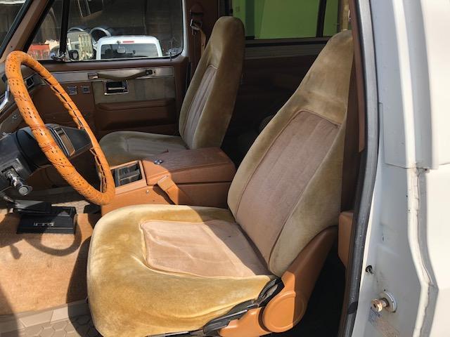 内装ベージュの車両はとても珍しいです!!内装はカーペットは剥がし、清掃しています!天張りのタルミも無く、外装色との組み合わせがとてもいいです!