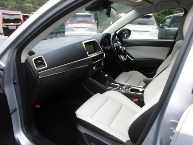 人気のSUV!後期モデルのCX-5!オールシーズン大活躍する4WDです!燃費が良く維持費が安いディーゼルです!ターボ付きなので走りも良いです!装備充実グレードのXD Lパッケージ!まだまだ走ります!
