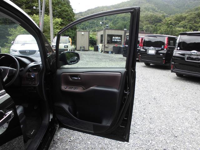 人気カラーのブラック!うれしい装備満載のエスクァイア!燃費が良く経済的なハイブリットモデル!走行少ない18000キロ!高年式低走行で内外装ともに綺麗です!関東使用のお車なので下廻りもサビ腐食無いです!