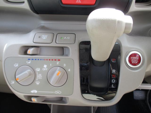 冷暖房のチェックもOKです!快適に過ごすのは必要不可欠ですね☆夏も冬も快適な車内でお過ごしください!シフトレバーも操作しやすい位置にありますね☆