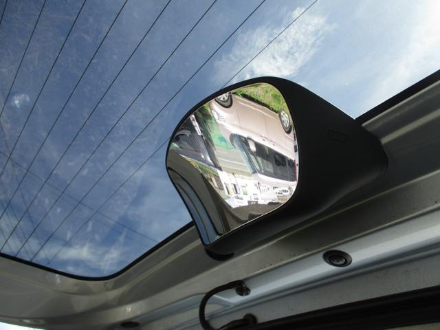 トランクにもミラー付き☆駐車の際等に役立ちますね☆