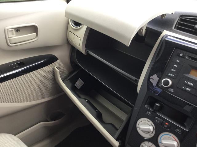 助手席側ダッシュボードにも収納付きです☆またダッシュボード上にも収納があり、小物の整理などに役立ちますね☆