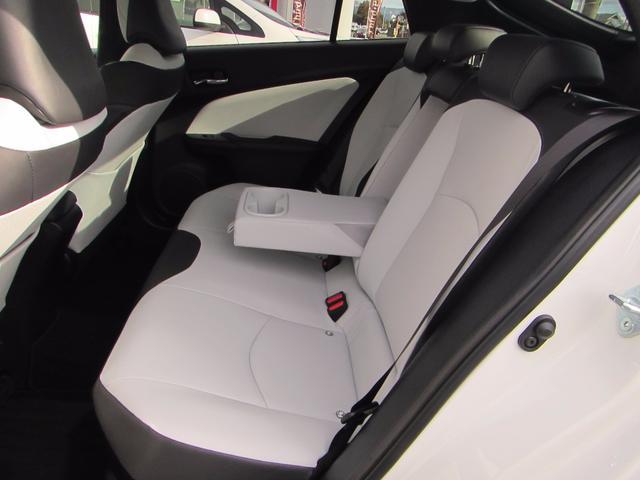 トヨタ プリウス Sツーリングセレクション 4WD 社外ナビ LEDライト