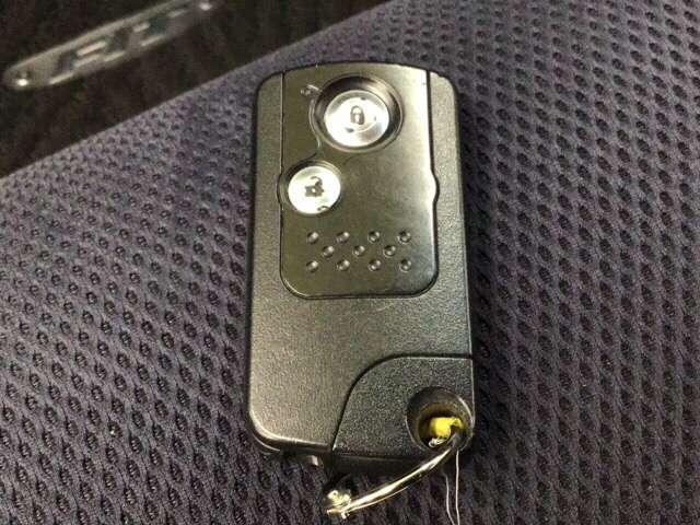 スマートセレクション 横滑り防止装置 ETC CD アルミ AW アイドルストップ キーフリ AC CD VSA クルコン ETC インテリジェントキー ディスチャージヘッドランプ 盗難防止 ABS(19枚目)