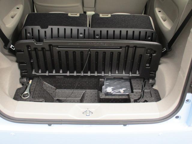 X SA 愛知県仕入4WD 禁煙車 衝突軽減システム スマートキー プッシュスタート USB ミュージックプレイヤー接続AUX CD再生オーディオ オートライト マットバイザー 純正14インチアルミホイール(19枚目)