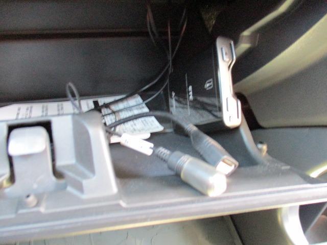 Fリミテッド 4WD SDナビ フルセグ CD DVD ブルートゥース バックカメラ 衝突被害軽減ブレーキ HIDライト オートライト シートヒーター(30枚目)