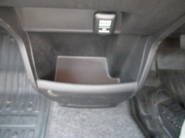 G プレミアムエディション 4WD 禁煙車 寒冷地仕様 両側電動スライドドア プレミアムインターナビ フルセグ バックカメラ フリップダウンモニター ハーフレザーシート クルーズコントロール ETC HIDライト(20枚目)