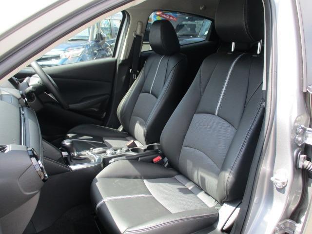 13Sブラックレザーリミテッド 4WD 衝突軽減装置 純正SDナビ ドライブレコーダー ETC シートヒーター フルセグ BLUETOOTHオーディオ バックカメラ CD DVD再生 AUX USB接続 LEDヘッドランプ フォグ(17枚目)