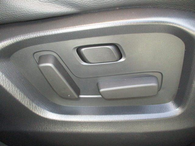 25S Lパッケージ 4WD ワンオーナー 衝突被害軽減装置 プッシュスタート スマートキー 全周囲モニター 電動リアゲート レーダークルコン SDナビ CD DVD再生 フルセグ LEDライト 17インチアルミ(31枚目)