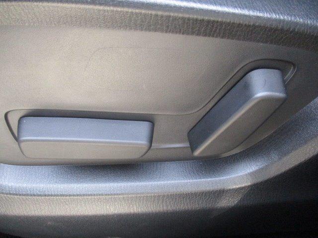 25S Lパッケージ 4WD ワンオーナー 衝突被害軽減装置 プッシュスタート スマートキー 全周囲モニター 電動リアゲート レーダークルコン SDナビ CD DVD再生 フルセグ LEDライト 17インチアルミ(32枚目)