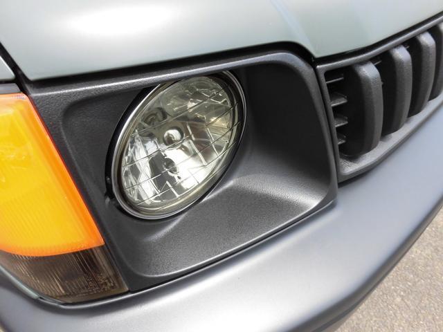 ヘッドライトパネル&フロントグリルもチッピングペイント施工!取れにくい塗装にてアレンジ!