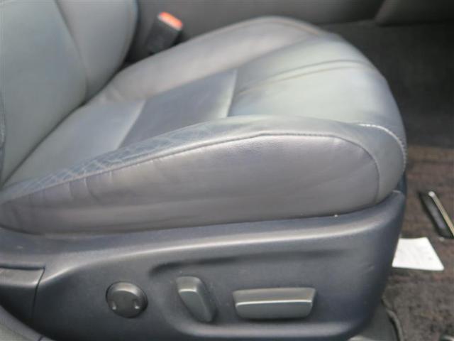 【電動シート】気軽にシート位置を調整できて ロングドライブもカラダが楽ですよ。
