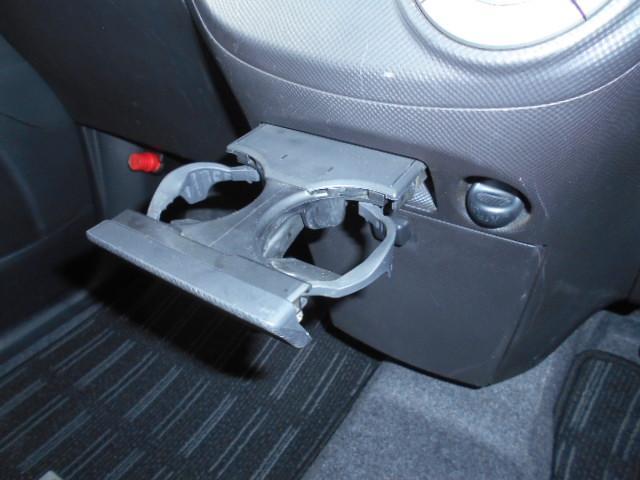 カスタムG アイドリングストップ HIDライト フォグライト 社外オーディオ 純正14インチアルミホイール 手動リフター スマートキー ウインカー付き電動ドアミラー プライバシーガラス フロアマット(31枚目)