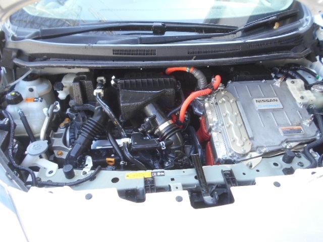 エンジンルームの汚れもキレイにクリーニング済!エンジンルームがキレイですと不具合等の発見もしやすくコンディションのチェックや維持の面でとってもプラスです。独自ローン有ります!0120-18-1190♪