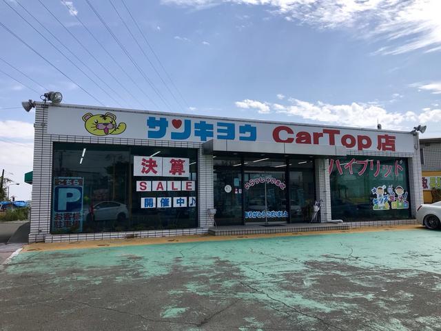 カートップ店入り口です♪展示車に挟まれた通路を進んで頂き、店舗前に駐車場があります。営業スタッフがご案内致します!