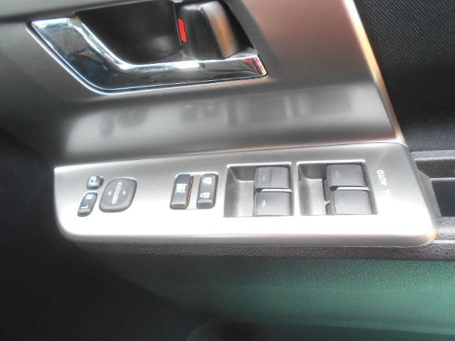 電動格納ミラー付。駐車時にミラーを動かそうと外に出る必要もなく、雨の日も運転席にいながらミラーの操作ができますよ。一度使うと手放せない装備ですよね。独自ローン有ります!0120-18-1190♪