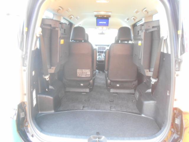 便利な三列目収納タイプです。普段は中々使わないサードシートを収納出来るので、トランクルームとして広々と活用出来ますネ♪独自ローン有ります!0120-18-1190♪