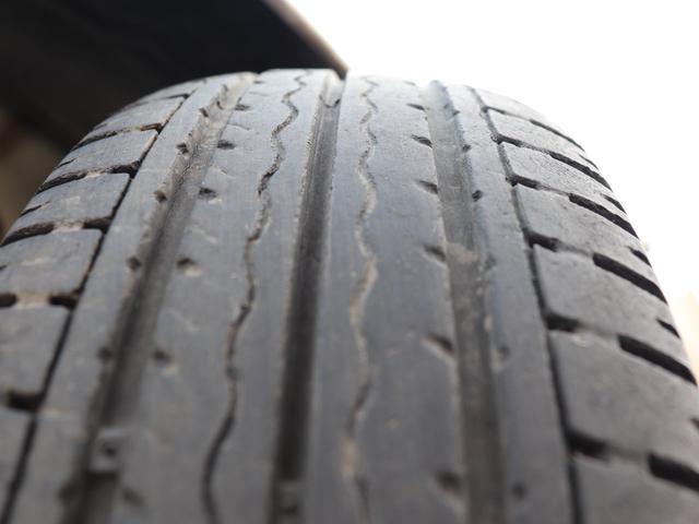 タイヤの山も5分以上!安心のタイヤで楽しくドライブしてください♪