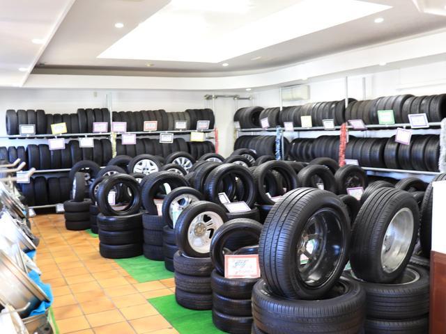 当店併設のMogeeタイヤ館では中古良品タイヤ、ホイールなどの商品を豊富に取り揃えております!ぜひ一度お立ち寄りください(*^-^*)
