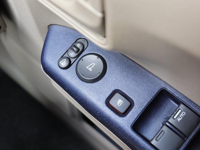 《 電動格納ミラー&パワーウインドウスイッチ 》電格ミラーは狭い駐車場でもワンタッチ!パワーウインドウスイッチ隣接で操作ラクラですよ♪