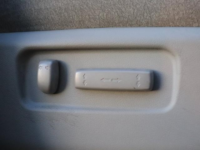 運転席にはパワーシート装備しておりますので、無段階でお好みのポジションにセットできます☆細かく自分仕様のシートポジションへ設定してください♪
