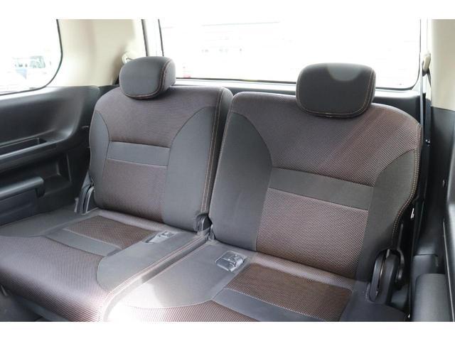 サードシートもあり人数が増えても乗車可能です♪