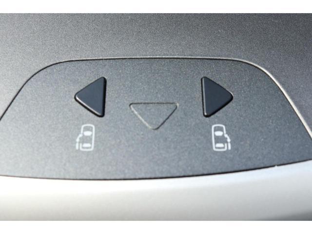 《 両側電動スライドドア 》駐車場で両手に荷物を抱えている時でもボタンを押せば自動で開いてくれますので、ご家族でのお買い物にもとっても便利な人気装備☆