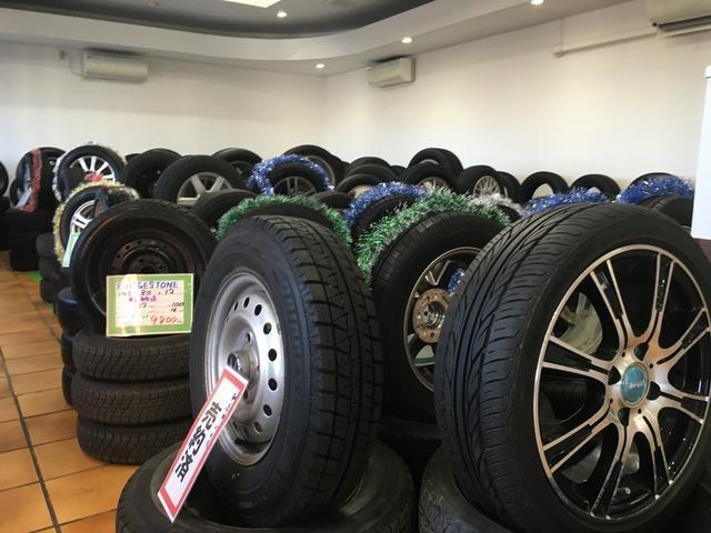 店内で良品中古タイヤ、ホイールを数多く展示!お得に買える可能性大です!!