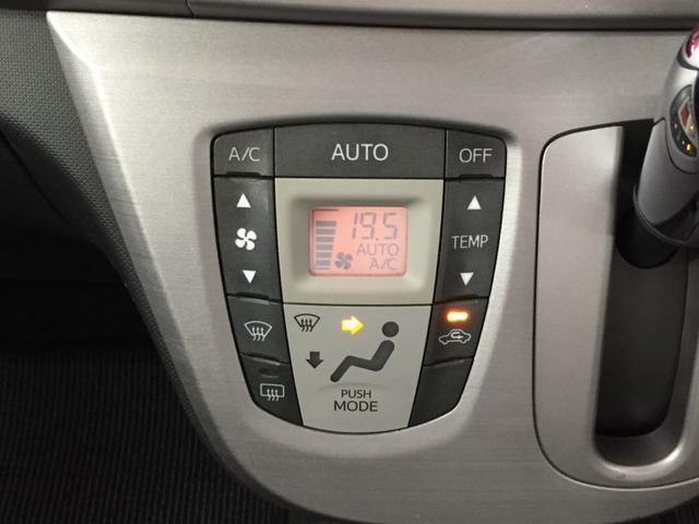 温度を設定すれば自動的に風量が調整できるオートエアコン装備!車内快適です!