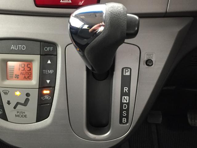 ハンドルに近い位置で運転席からも見やすく操作しやすいインパネシフト☆