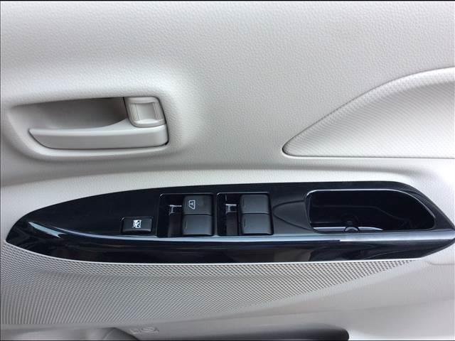三菱 eKスペース M 4WD 届出済未使用車