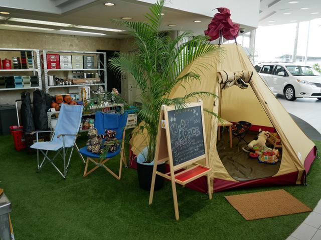 老舗ブラントogawaテントも展示しております。テントの中に入って頂きキッズスペースとしてお子様に遊んで頂けます。他にもリラックスコットンチェアーやカーサイドタープ等の販売しております。