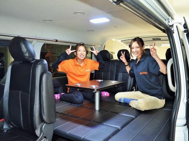 ハイエースに乗ってみんなでワイワイお出かけしませんか? ライトキャンピング車(車中泊)が出来るシートアレンジ多彩なお客様好みの1台をご提案させて頂きます。