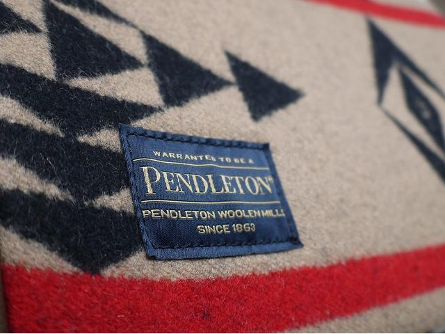 100年以上もの歴史を誇るネイティブアメリカン柄で知られるPENDLETON(ペンドルトン)アメリカペンドルトン社からの正式なライセンスを得て製作販売しております。