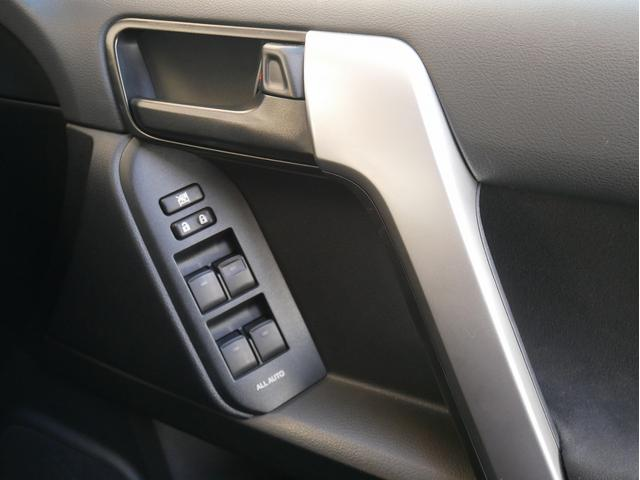 TX 中古車金利1.9パーセント TX 2.7Lガソリン 7人乗り 2インチUP オールドマンエミューコイル&ショック新品 グリルガード RHINOフラットラック NITTOトレイルグラップラーMT ブラッ(55枚目)