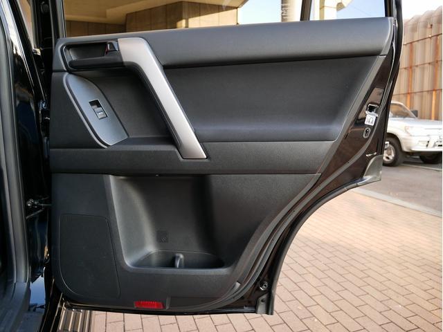 TX 中古車金利1.9パーセント TX 2.7Lガソリン 7人乗り 2インチUP オールドマンエミューコイル&ショック新品 グリルガード RHINOフラットラック NITTOトレイルグラップラーMT ブラッ(74枚目)