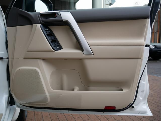 TX 新車金利1.9パーセント クリーンディーゼル TX メーカーオプション込み 新車カスタムPKG 各部ブラックアウト 2インチUP オープンRT ガンメタ17インチAW ブラウンレザーシートカバー サン(71枚目)