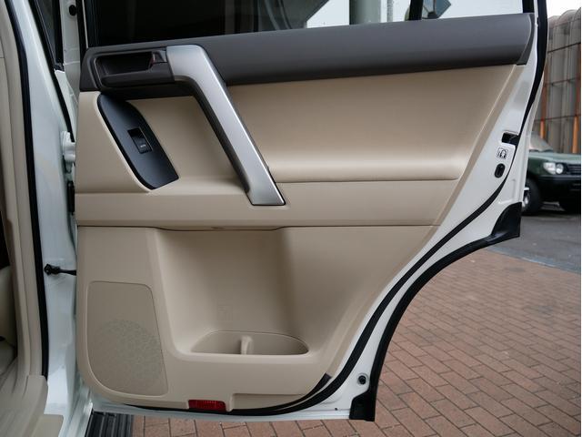 TX 新車金利1.9パーセント クリーンディーゼル TX メーカーオプション込み 新車カスタムPKG 各部ブラックアウト 2インチUP オープンRT ガンメタ17インチAW ブラウンレザーシートカバー サン(72枚目)