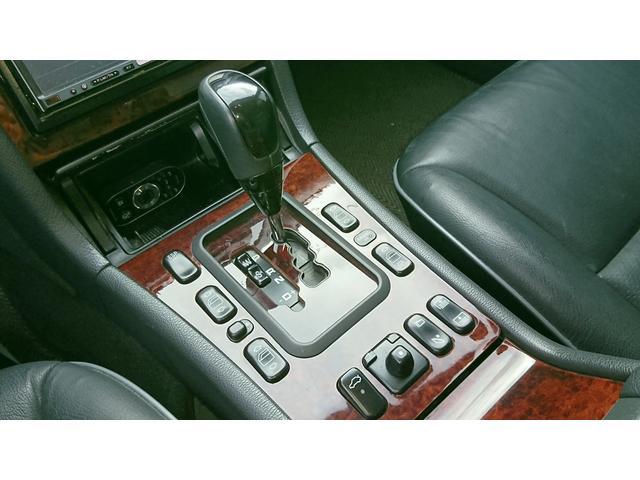 E320 4マチック 4WD 黒革 左ハンドル ディーラー車(16枚目)