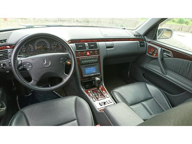 E320 4マチック 4WD 黒革 左ハンドル ディーラー車(17枚目)
