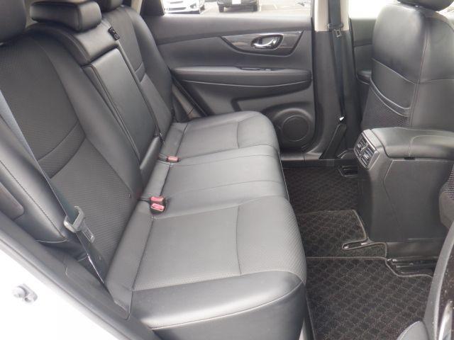 20S 4WD エマージェンシーブレーキ クリアランスソナー アリドリングストップ 横滑り防止装置 メモリーナビ ETC bluetoothオーディオ オートエアコン フォグランプ ドアバイザー(8枚目)