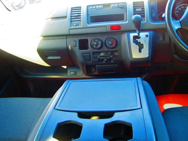 トヨタ ハイエースバン 3型3000ディーゼルターボ4WD 5ドア