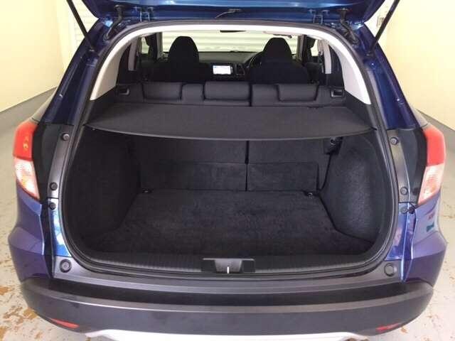 荷室は広いだけでなく、開口部が大きいので、荷物の積み降ろしもスムーズ!