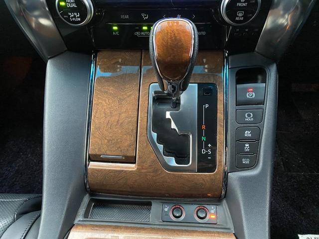 エグゼクティブラウンジ 革シート Wサンルーフ 4WD メーカーOPナビ JBL リアエンターテイメント フルセグ バックカメラ ETC 両側パワスラ 純正17インチAW(18枚目)