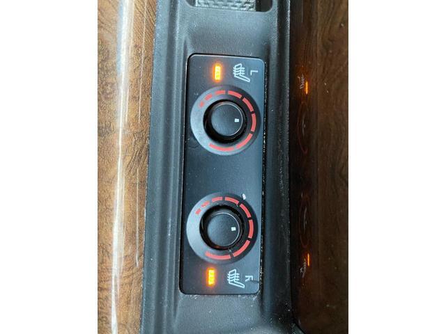 エグゼクティブラウンジ 革シート Wサンルーフ 4WD メーカーOPナビ JBL リアエンターテイメント フルセグ バックカメラ ETC 両側パワスラ 純正17インチAW(26枚目)