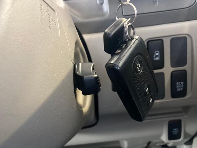 X 4WD 禁煙車 ピラーレス電動スライドドア キーレス スマートキー 横滑り防止 アイドリングストップ ベンチシート フルフラットシート 電動格納ミラー(18枚目)