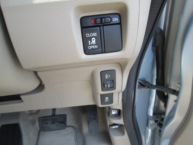 G・Lパッケージ SDナビ フルセグ Bluetooth DVD 左パワースライドドア アイドリングストッププッシュスタート スマートキー(11枚目)