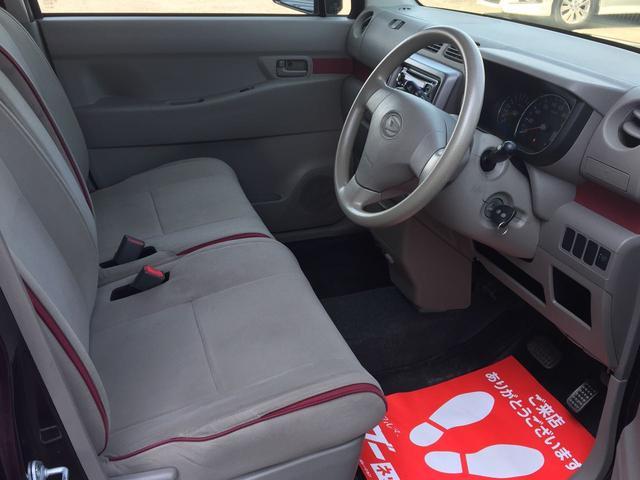 車内は天井が高く、空間が広く感じられます!