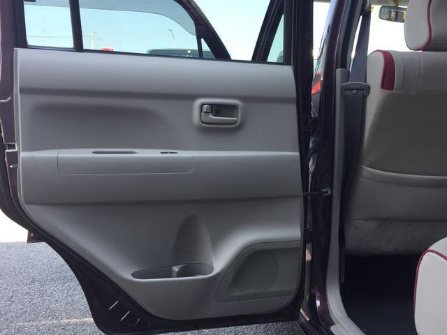ドア内張りも小傷などはありますが、大きな割れなどは見受けられません。