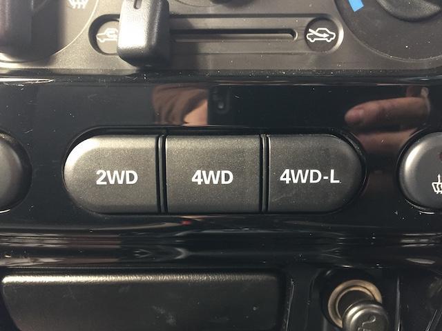 ランドベンチャー K3プレミアム2.5インチリフトUP&前後ショートバンパー&スキッドプレート&マフラー&サイドステップ ジオランダーM/T クオーレモジュレ合皮シート 前席シートヒーター 切替4WD CDオーディオ(8枚目)
